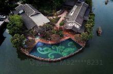 蜀南竹海七彩湖,新开业的一家民宿,竹安•隐所。很棒,依山伴水,环境优雅。
