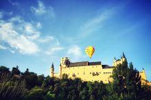 迪士尼童话城堡原型,纪念自己的西班牙之行:塞哥维亚城堡位于西班牙塞哥维亚老城中,是一座石质城堡。整个