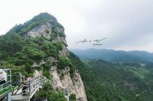 """""""黄柏山国家森林公园""""位于河南省商城县南部,大别山腹地,鄂豫皖三省交界处,素有""""鸡鸣闻三省""""的美誉。"""