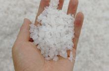 好喜欢好喜欢这个盐场的名字,莺歌海,满足你所有的幻想 看这晒盐,收盐,想不想实践下啊