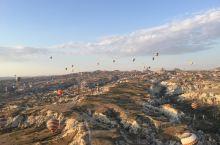 热气球之旅!此生能有这样一次体验,夫复何求?欣赏日出,俯瞰喀斯特地貌的峡谷、美丽多彩的热气球!令人心