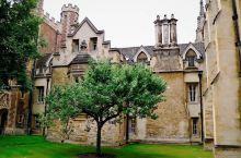 古老的建筑,美丽的康河,剑桥不愧是世界各地学子梦寐以求的学府。