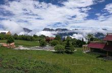 云雾缭绕的拉尕山