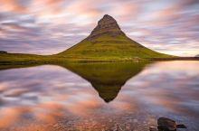 酷似草帽的冰岛教会山  冰岛教会山  冰岛的美是全世界的人都认可的,因为它靠近北极圈,所以可以看到极