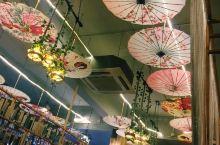 在婺源县城闲逛发现的一间很有态度的茶饮店,店内环境很美,令人仿佛真的穿越到了古代,点了一杯幽兰拿铁味