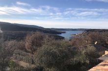 在凡尔登大峡谷和圣十字湖边徒步,这里是法国人夏季度假胜地,可是在冬季,荒无人烟,别有一番风味!