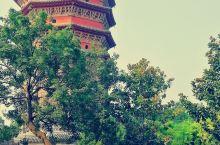 文峰塔修建于后周广顺二年。据说清乾隆年间,当时任彰德知府的黄邦宁,主持重修文峰塔。塔的上身五级出檐,