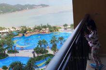 这个酒店除了贵没啥毛病~基本都是海景房,酒店里有海豚和火烈鸟可以看,还可以坐船去海洋王国。