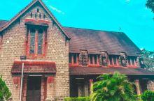 拜访历史悠久的装饰华美的教堂    圣迈克与诸天使教堂是山打根那一座花岗石的建筑,是这里目前保留最完
