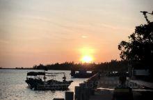 自驾一圈海南岛,棋子湾的沙滩人少景色美,游客不多,静谧休闲的好选择,虽然交通不便,但恰恰是旅行的好选