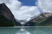 蓝色的湖水美到令人窒息