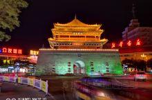 张掖过去名甘州,有着世界自然文化遗产七彩丹霞地貌非常美丽,市区的城楼夜景及甘州夜市也很壮观繁华。