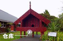 罗托鲁瓦市是毛利族历史文化荟萃之地,毛利文化村在罗托鲁瓦市东南部。整个文化村到处都有各种毛利特色的图