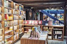 在大理发现了一家好大的书店~大理古城大方书店(护国路)买本书店杯喝的,不夸张我可以坐一整天。  附带