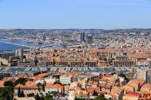 地中海沿岸,普罗旺斯首府,法国第三大城市-马赛。基督山伯爵中监狱的所在地,就在马赛近海,近在咫尺的伊