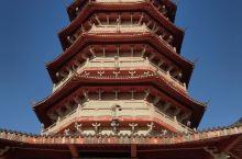 庆元是一个比较偏远的县城,但是空气好,环境好!也是中国廊桥之乡!高速下来,路口就是风景!县城有一个廊