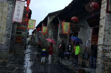 黄姚古镇是个打卡点,但相对这里商业化,姑婆山是较好玩的景区,夏天有漂流玩,坐电瓶车其实也不是很累。我