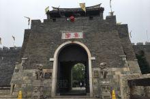 在徐州境内的窑湾古镇大运河,护城河,三条河,水运发达,古镇的特色不一般,那口泉是明代的,水还在往外溢