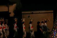"""山鹿市传统文化""""千人灯笼舞"""",虽然散场,但这些灯笼女们,还要继续赶去神社,或其它场地,表演,""""灯笼节"""