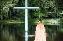 旅行过五大洲,我们选在星野TOMAMU度假村的水之教堂结婚了  相识在朝鲜,相恋在瑞典,在玻利维亚被