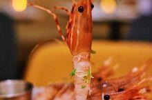 下班虾搞搞有钳任性好味道  中海环宇荟的HG高地无疑是下班聚餐的高颜值圣地,ins风的时尚装修洋溢着
