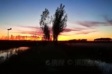 夕阳辉映图里河         在秋日映黄大地的时刻走进内蒙古自治区呼伦贝尔市牙克石市下辖的图里镇,
