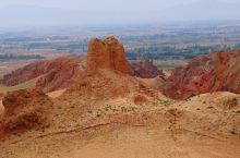 """人在沟中走,石在两岸悬,遗留保存下来的明代烽燧和汉代长城遗址构成了其独特的峡谷景观带,这就是""""峡谷奇"""