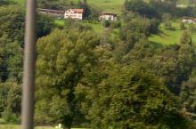 去瑞士的途中拍到的窗外的景色,真的很美,让人流连忘返