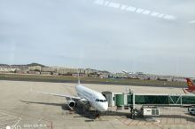 大连机场,远望山丘起伏有度,小楼鳞次栉比