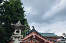 """平安神宫,这里有全日本最大的""""鸟居"""",的确很大,下起了小雨,就远远滴拍了一张,我把它放到了所有的图片"""
