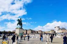 法国真是很美丽的城市。艾菲尔铁塔名不虚传,非常壮丽,白天晚上都很好看,卢浮宫更是金碧辉煌,看得我目瞪