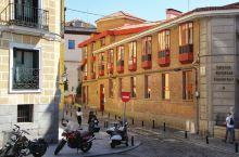 塞维利亚,西班牙帝国曾经的政治中心,西印度殖民中心,王国的财富中心。 恢宏的建筑风格可见当年西班牙王