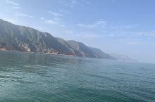 秋游靖远刘家峡水库,看着湖水从碧绿透亮到浑浊,很神奇。一天时间可以游玩,先坐船到下游,欣赏两边黄河石
