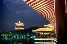 十一前,跟好姐妹一起来了次说走就走的旅行。西安与南京有很多相近的气质,帝王陵墓,温泉,大学以及夜晚的