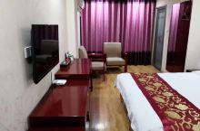 房间空间大,卫生也干净,前台的服务态度也很好!