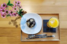 富山市玻璃美术馆内附设的咖啡厅,同时也提供简餐。我们因为早餐吃多了,午餐被免了,正好在这里享受一下美