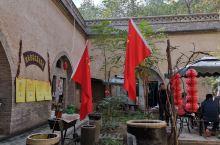 陕西省三原县柏社村,是一个古老的村落,距今已有1600多年的 历史。这个村最大的特点就是进村不见村,