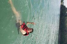 马六甲海峡戏水。