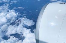 飞机上看富士山,做乘客确是第一次见,决定捕捉时刻拍下来,基本上在东京成田国际空港起飞的航班都会见到,