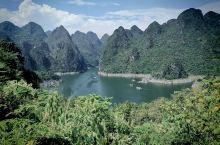 贵州兴义市万峰湖,中国的野钓爱好者天堂,景色确实漂亮的很,地方大,人少,值得去看看。