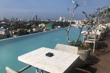 科伦坡·西部省 在斯里兰卡酒店的屋顶泳池看日落。