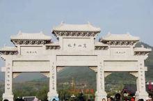 嵩山少林寺,千年古刹的魅力不可抗拒。少林寺的香火很旺,人太多了,似乎打扰了它原本的宁静。 嵩山,五岳