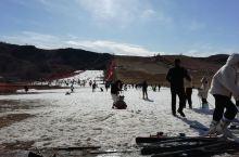 盘山滑雪场这个时间点来的还行,也不是太多。