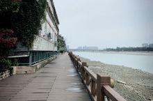 风景宜人,惬意生活。 【酒店攻略】 详细地址:酒店就在鸭子河边,有宜人河景风光!酒店后就是临河栈道,