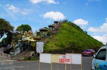 从邦劳岛到巧克力山的车程大概是1小时15分钟。 巧克力山的游览方式大致是三种(旅游团车/山地车/步行