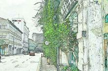 南洋怡保小城,一直以为是你我的怡宝那个怡宝…这如同槟城一样满街的壁画,可是这的美食更地道…