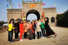 马蹄泉坐落于河南洛阳偃师,与玄奘故里风景区相邻。这里的游玩项目有飞行表演、空中观光、杂技、马戏、拓展
