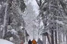 征服雪山,并没有想象中的困难,也没有所谓的简单。大部分人需要付出两个月的辛苦锻炼,但这样的辛苦是值得