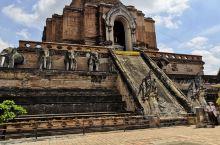 清迈·清迈府  是泰国第二大城市,他空气清爽,城市幽静,并且有亲近自然的街道,沉淀了悠久的文化底蕴。