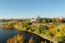 渥太华这座城市超出我的预期:运河,红枫街道,大片绿地公园都那么精致美丽国会山庄,永不熄灭的水中之火庄